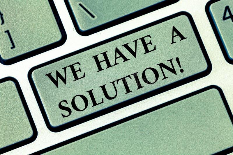 E Foto conceptual que ofrece traerle la ayuda para ayudarle a necesitar llave de teclado fotografía de archivo