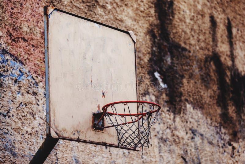 E Gammalt basketbeslag arkivbild
