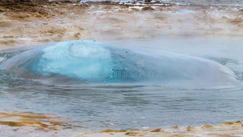 E Geysir喷泉视图,冰岛 免版税库存照片