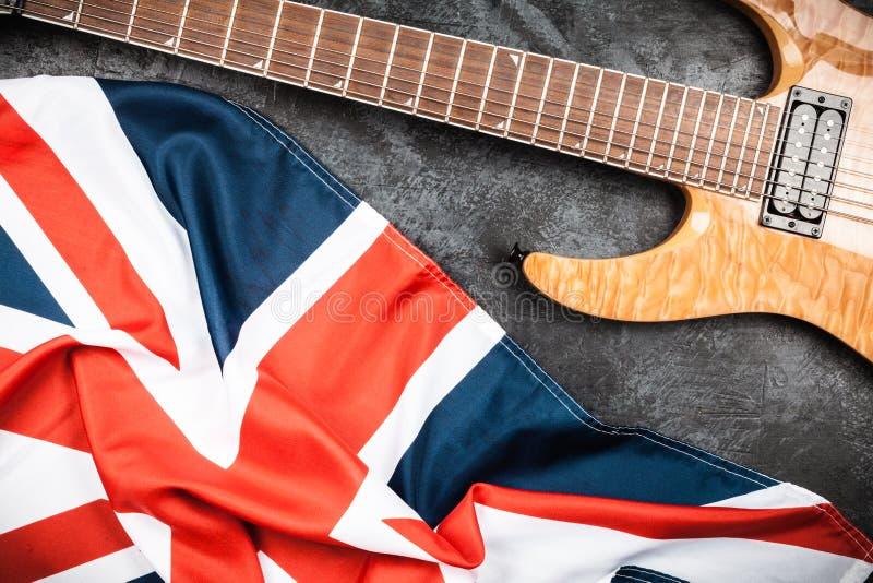 E-Gitarre auf grauem Hintergrund lizenzfreie stockfotos