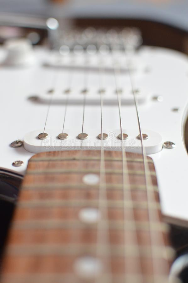 E-Gitarre, Makroschuß, Fokus auf Aufnahme stockfotografie
