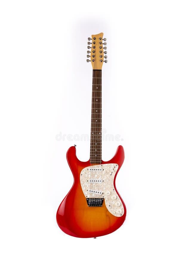 E-Gitarre, rot und Orange, Schnur 12 lokalisiert auf Wei? stockbilder