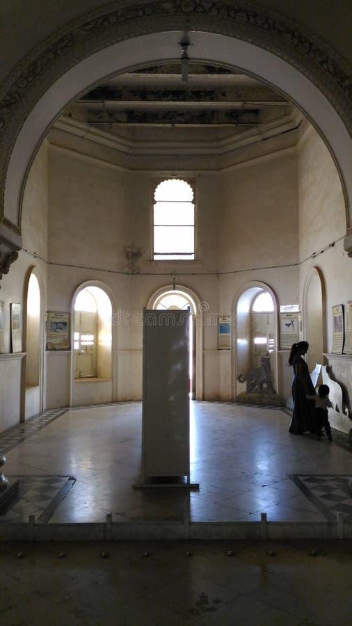 E Grande corridoio del 1° piano di sajjangarh Udaipur forte Ragiastan fotografie stock