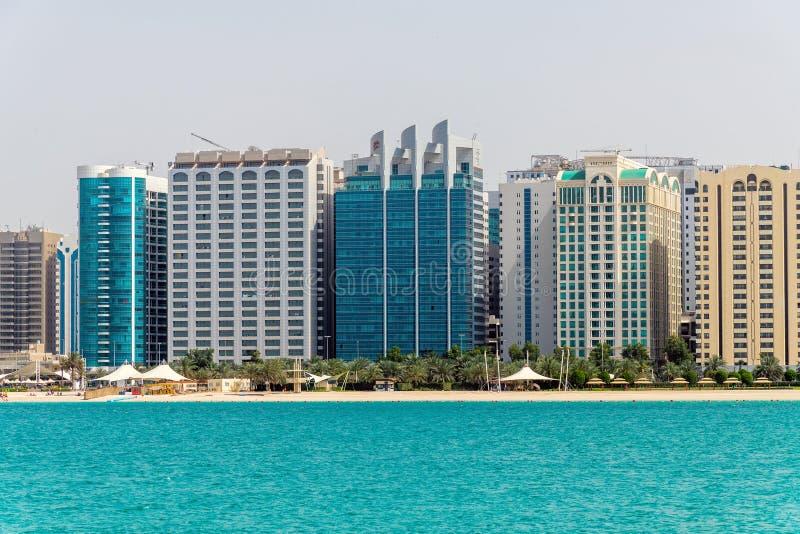 E 2019 gratte-ciel sur la route de Corniche image stock