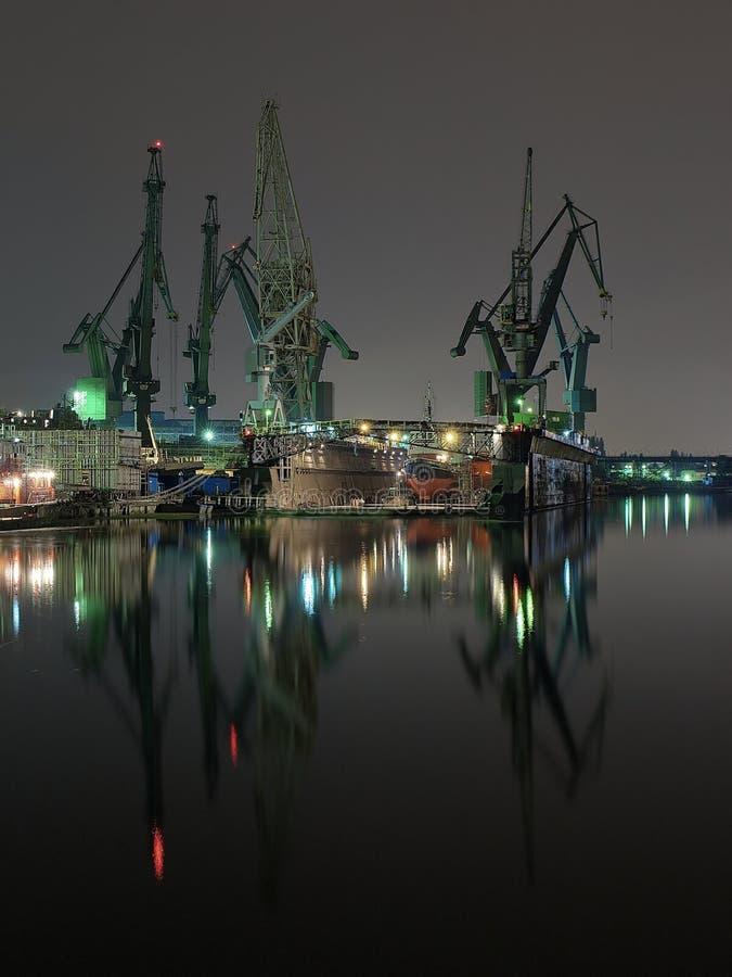 E gru del cantiere navale di Danzica, Polonia. fotografie stock libere da diritti