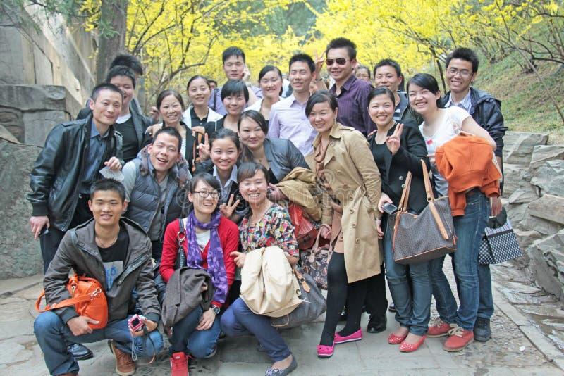 E Grupa Chińscy turyści fotografuje w Chiny zdjęcie stock