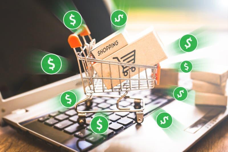 E handel, zakup i bubel online, wirtualny wózek na zakupy obrazy royalty free