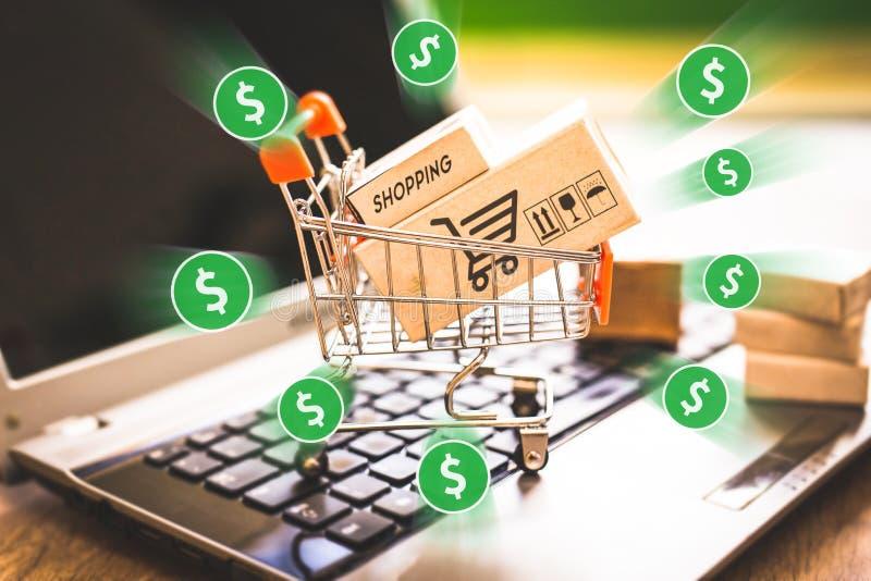 E handel, zakup i bubel online, wirtualny wózek na zakupy zdjęcia stock