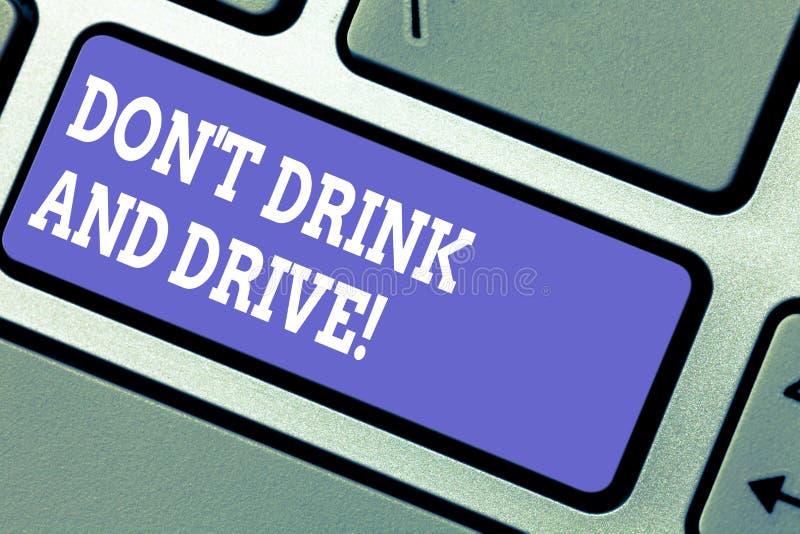 E Het bedrijfsconcept voor neemt geen alcoholische dranken als u Toetsenbord drijft royalty-vrije stock foto