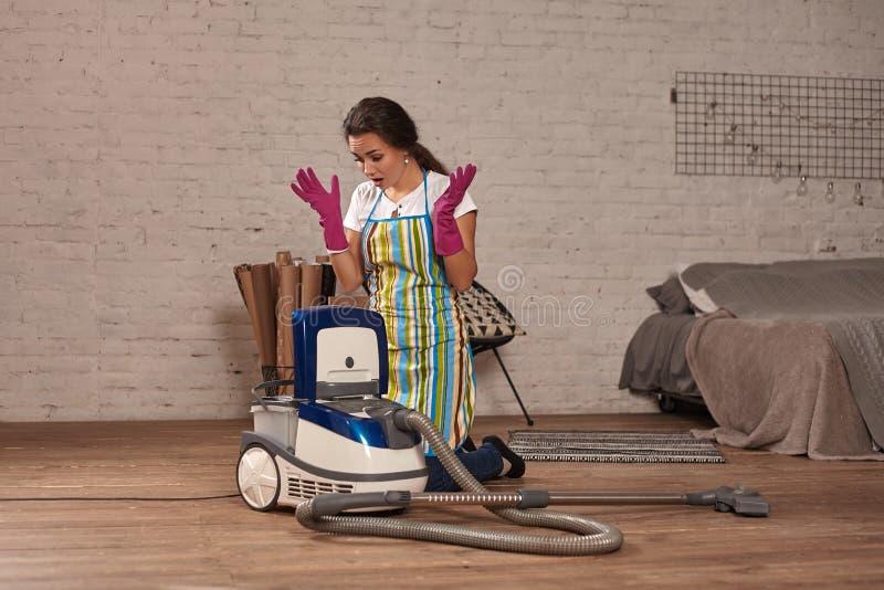 E Houseworking en hogar fotografía de archivo