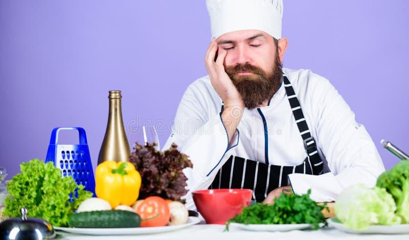 E Ispirazione culinaria r r Uomo barbuto immagine stock