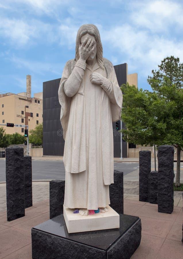 E Jesus Wept Statue, memorial do Oklahoma City & museu nacionais imagens de stock