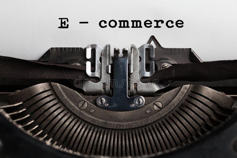 E-kommers försäljningsbegrepp, online-shopping arkivbild