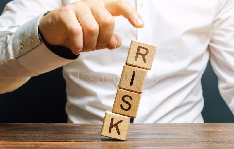 E Le concept de r?duire des risques possibles Assurance, appui de stabilit? r photographie stock libre de droits