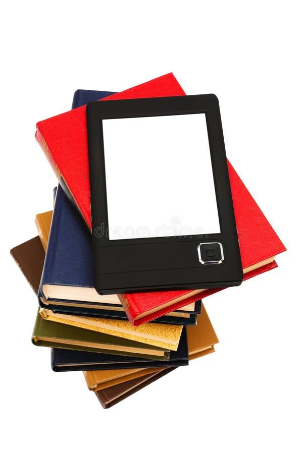 E-libro y libros viejos imágenes de archivo libres de regalías
