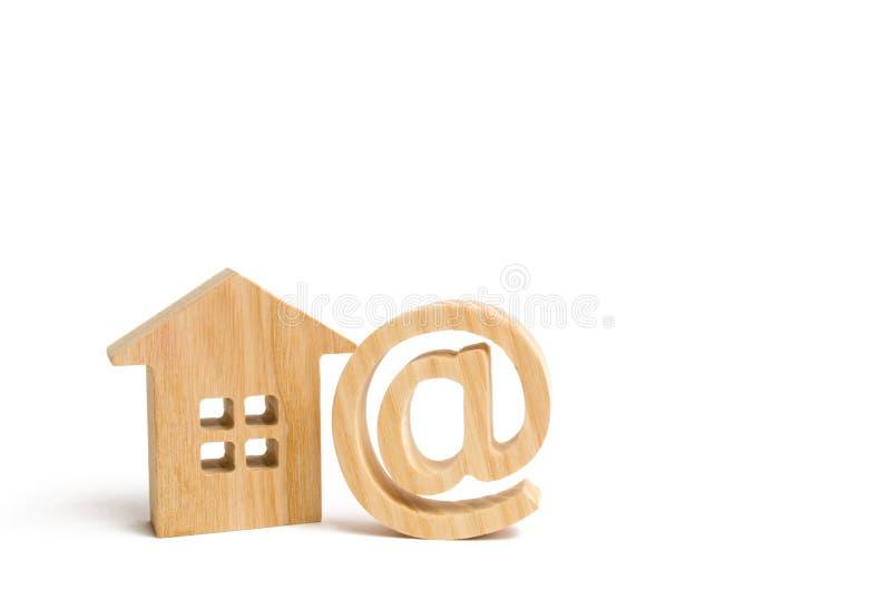 E-Mail-Ikone und -haus Kontakte von E-Mail, Homepage, Privatanschrift Kommunikation auf Internet Kontakte für die Datierung Festl stockfotos