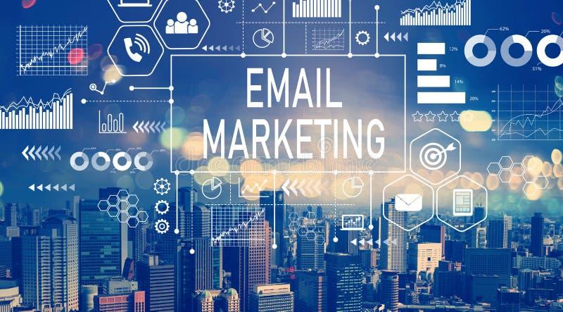 E-Mail-Marketing mit Vogelperspektive von Stadtskylinen lizenzfreie abbildung