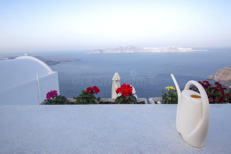 E Opinião panorâmico do mar de Thira Ilha de Grécia Santorini em Cyclades - Immagine fotos de stock royalty free