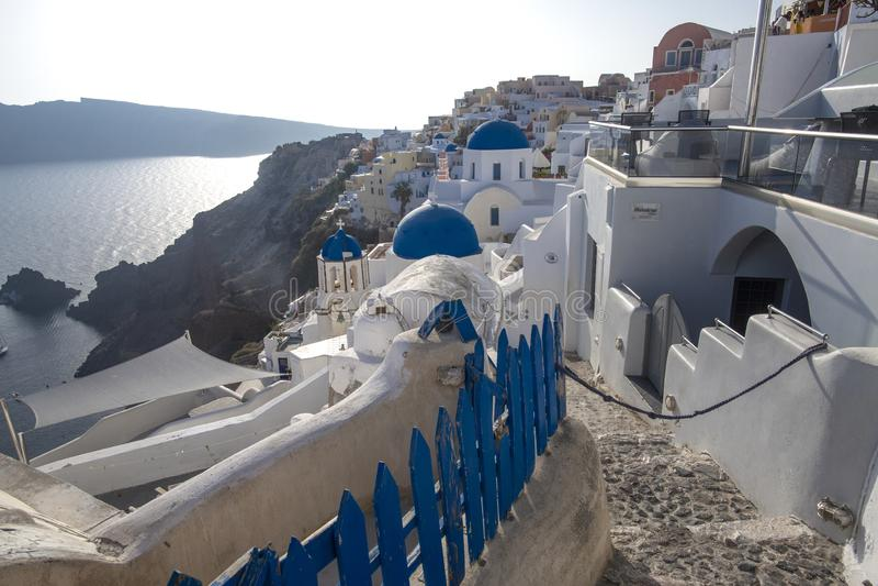 E Opinião panorâmico do mar de Thira Ilha de Grécia Santorini em Cyclades - Immagine foto de stock