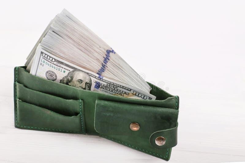 E Partij van honderd dollar rekeningenclose-up Dollars in uw portefeuille royalty-vrije stock afbeelding