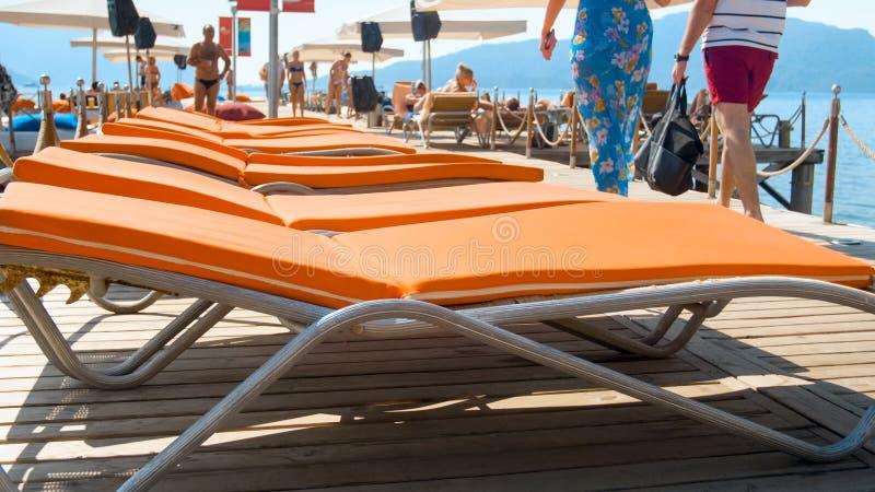 E Poj?cie wakacje letni na pla?y obrazy stock