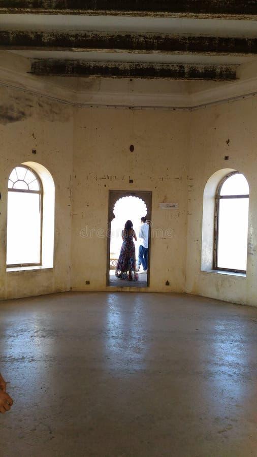 E Primo grande corridoio della fortificazione Udaipur del sajjangarh immagini stock
