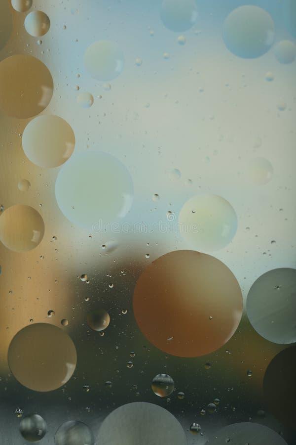 E r Круги и волнистые линии различных размеров освещают - голубое, коричневое и серое стоковые фото