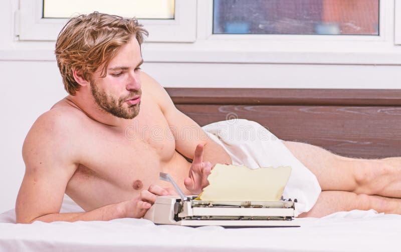 E r 作家用途手工打字机每日工作 ? 免版税库存图片