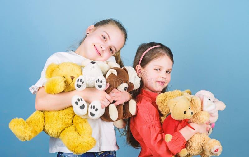 E r 缝合和diy工艺 操场在幼儿园 E o 小女孩与 免版税库存图片