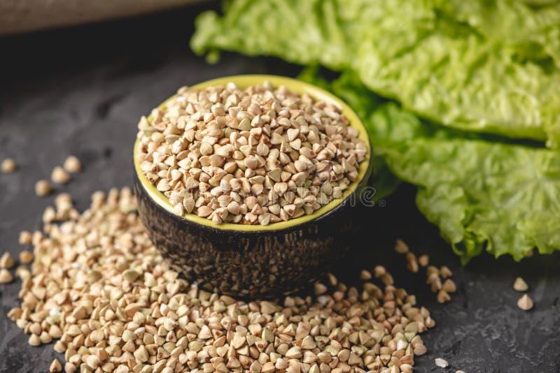 有机食品谷类绿荞麦 素食营养保健品 保健产品概念 免版税库存照片