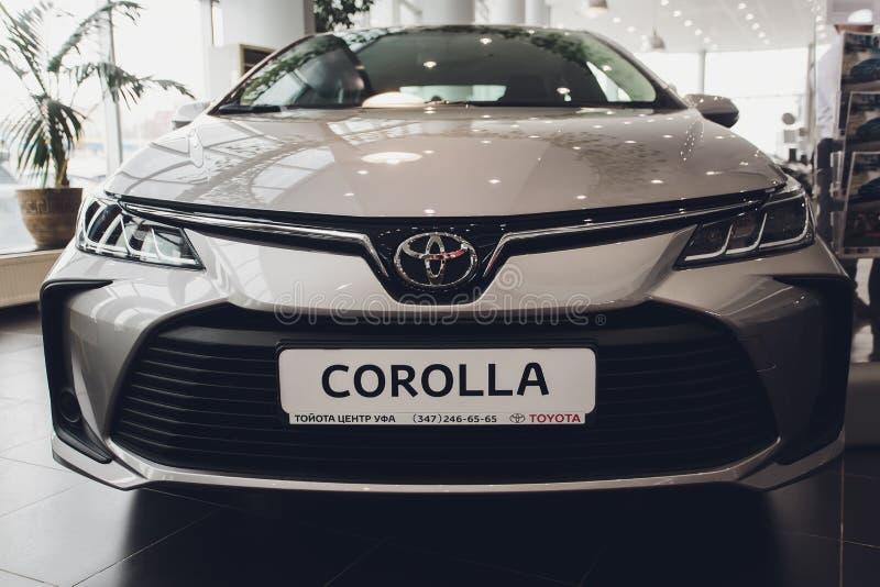 Ufa, Rosja - 14 lutego 2019 r. Nowa Toyota Corolla przybyła do dealera Czarny błyszczący samochód z numerem identyfikacyjnym deal zdjęcia royalty free