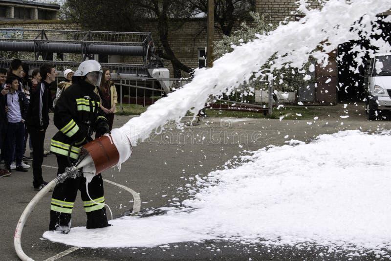 04 24 2019 Divnoye, territoire de Stavropol, Russie Manifestations de sauveteurs et de pompiers d'un service local d'incendie dan photos libres de droits