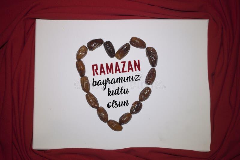 Ramadan Kareem红色背景 装饰斋月卡里姆假日背景 穆巴拉克回教节土耳其:拉马兹 免版税库存照片