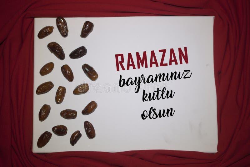 Ramadan Kareem红色背景 装饰斋月卡里姆假日背景 穆巴拉克回教节土耳其:拉马兹 免版税库存图片