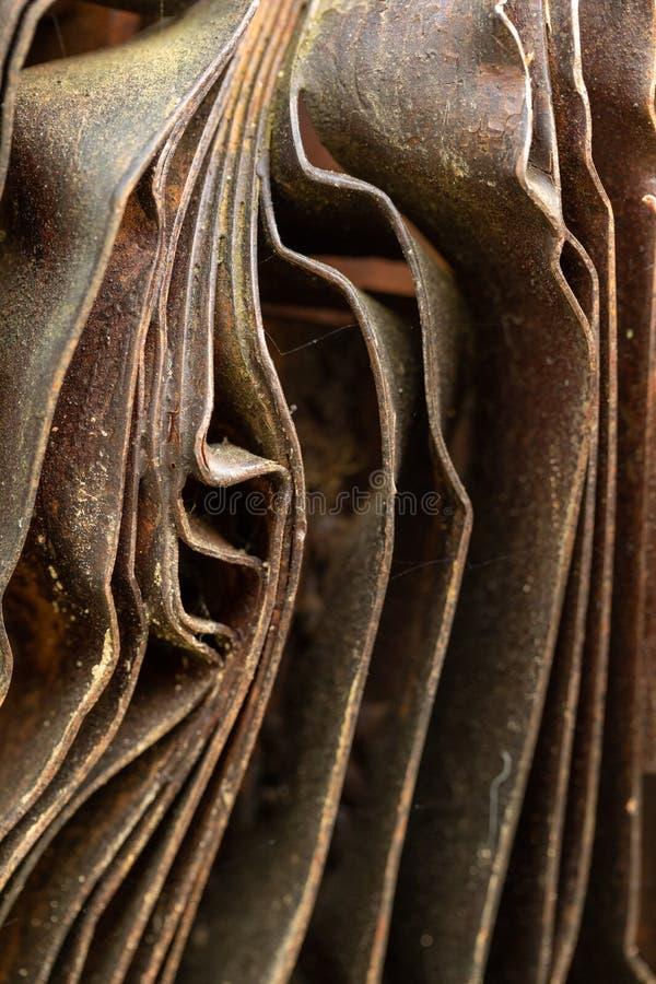 如画的生锈金属曲面 弯曲的锈金属板 工业抽象 图库摄影