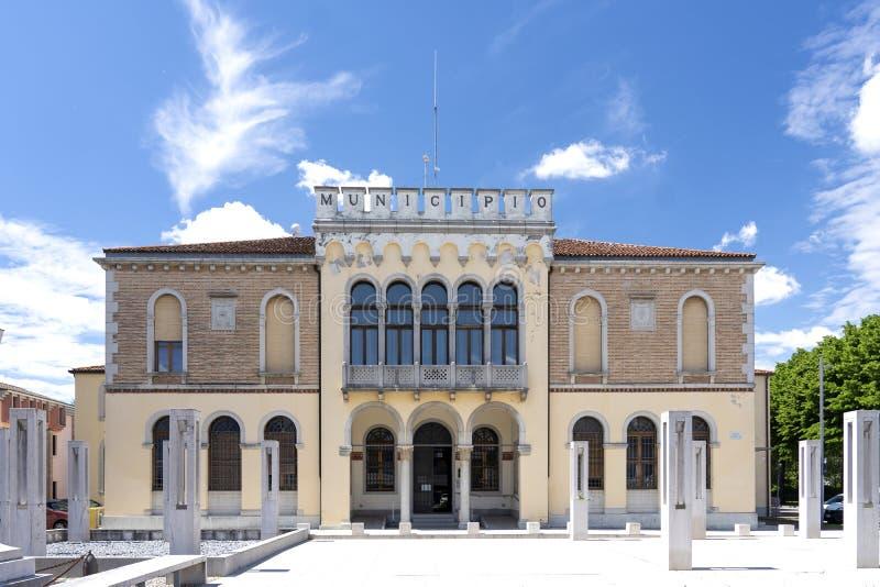 Ceggia, San Dona di Piave, Veneza - Município de Ceggia Prefeitura italiana Câmara Municipal de Ceggia, perto de Veneza, em Itáli imagem de stock