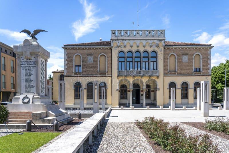 Ceggia, San Dona di Piave, Veneza - Município de Ceggia Prefeitura italiana Câmara Municipal de Ceggia, perto de Veneza, em Itáli fotografia de stock royalty free