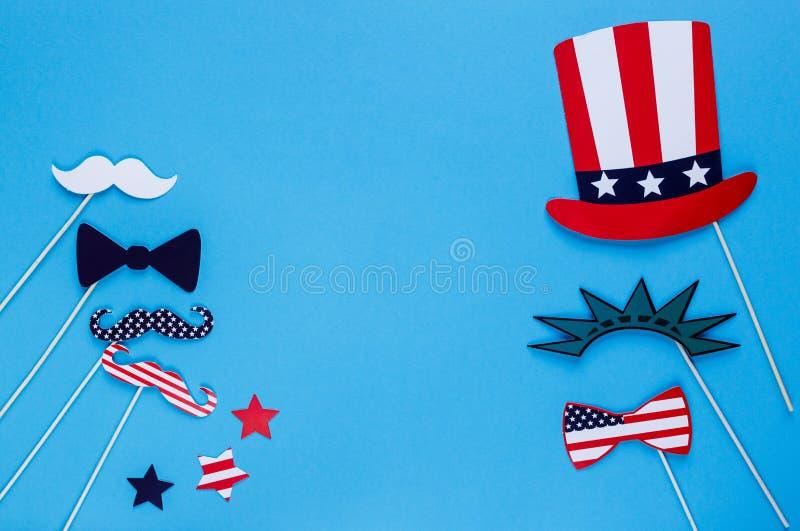 E r Amerikaanse vlagkleuren De achtergrond van de onafhankelijkheid Day stock afbeeldingen