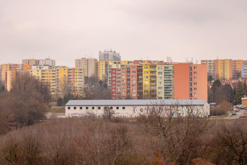 Arquitetura socialista comunista Detalhe arquitetônico e padrão de residências sociais de apartamentos Retrato da era socialista imagens de stock royalty free