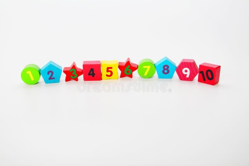 Houten getallen met nummers 1, 2, 3, 4 tot en met 10 Cijfers voor kinderen stock afbeeldingen