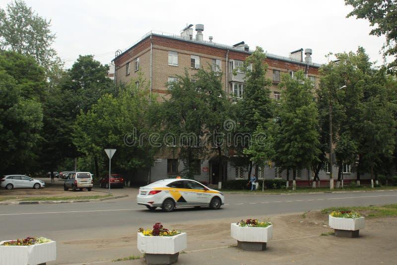 Korolyov går Kostino område Dzerzhinsky gata _ arkivbilder
