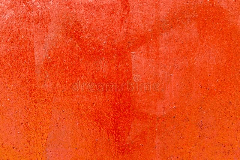 Vecchio muro plastificato dipinto con vernice rossa fresca Sfondo astratto delle pareti rosse chiudere immagini stock libere da diritti