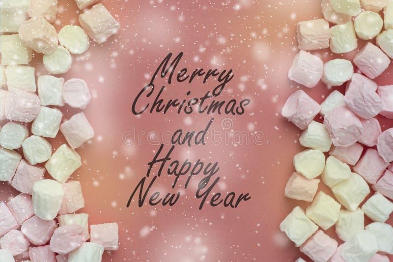Marshmallow on rosa, scheda di colore corallo Ritorno natalizio con spazio fotografico Buon Natale royalty illustrazione gratis