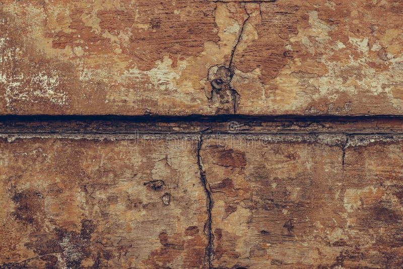 Textura de la vieja pared marrón agrietada Fondo de pared en ruinas Pared de estuco sucio y grueso Dia rastrada marrón Shabby fotos de archivo