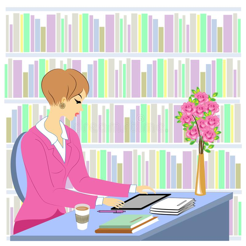 美丽小姐的形象 一个女孩坐在图书馆的桌子旁 一名妇女担任图书管理员 在货架附近 库存例证