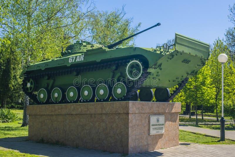 克拉斯诺达尔,俄罗斯,9可以2019年 对俄国坦克的纪念碑在夏天公园 r 免版税库存照片