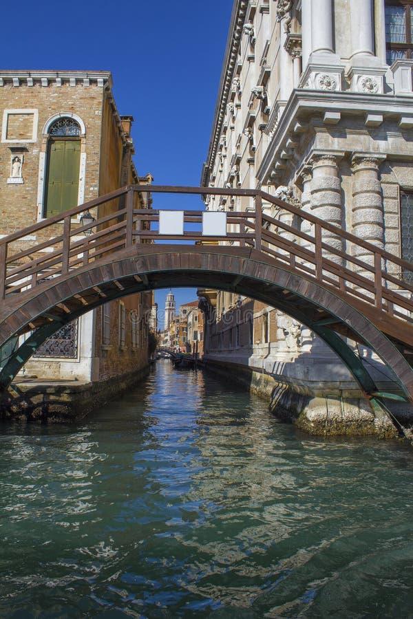 Венеция весной Взгляд каналов и обваловок Старая архитектура стоковые фото