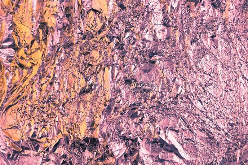 Samenvatting verfrommelde folieachtergrond De achtergrond van de Grungefoto Perzik en violette kleuren stock afbeelding