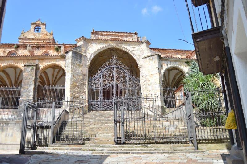 拉雷多十二世纪圣玛利亚亚松森艺术纪念碑的入口 2013年8月27日 拉雷多, 图库摄影