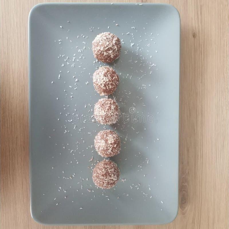 Ketogenic maaltijd, kokosnotenballen Keto voedsel voor gewichtsverlies Gezonde voedingsnack, dessert stock afbeeldingen